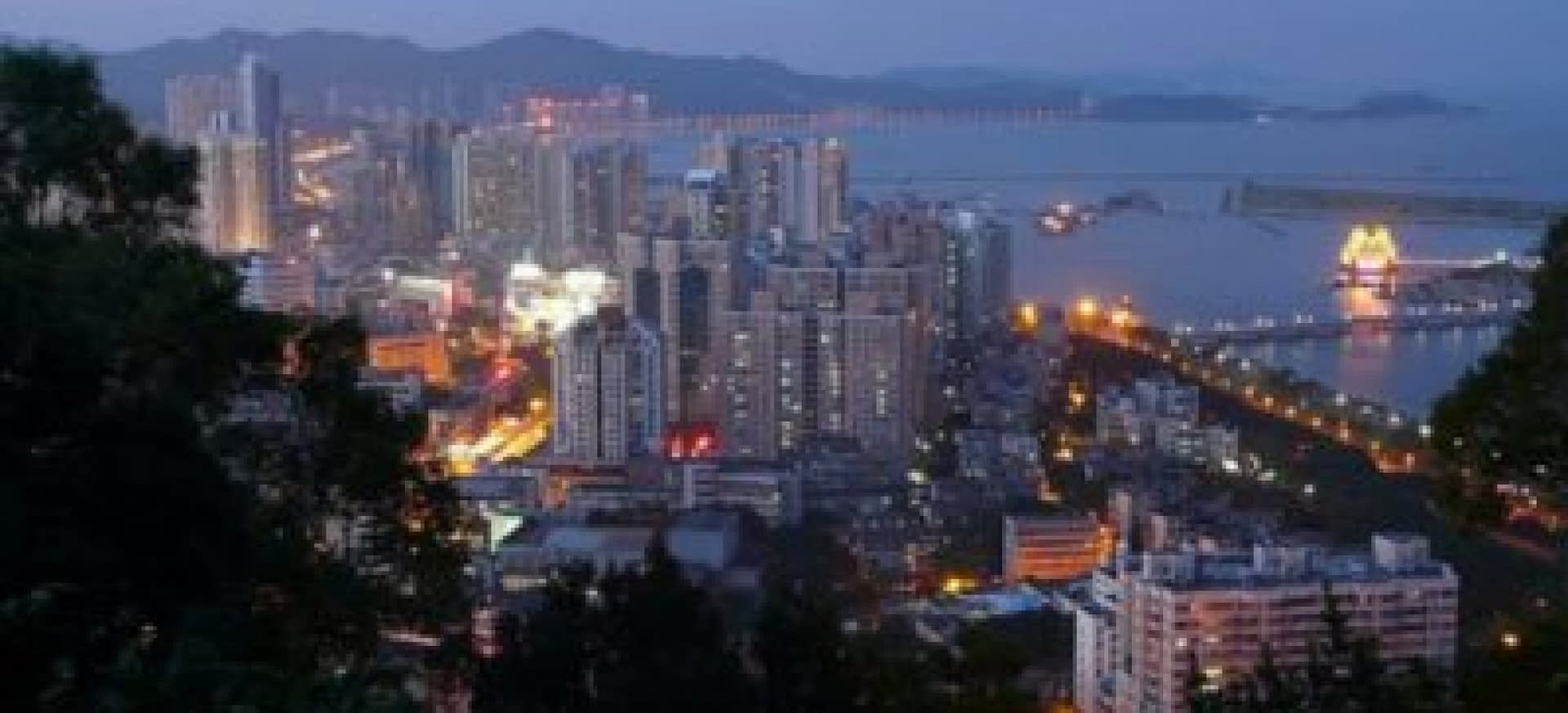 Zhuhai_skyline_at_night