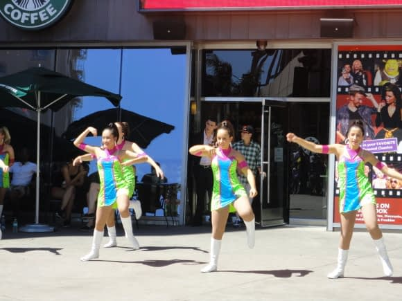 Australian Schoolkids performing outside the Mall